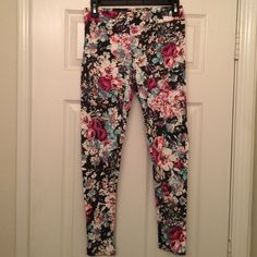 Floral leggings American Eagle floral legging with think waist band American Eagle Outfitters Pants Leggings