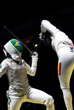 #RIO2016 Brazil's Ana Beatriz Bulcao competes against Romania's Malina Calugareanu during the women's individual foil qualifying bout as part of the fencing...