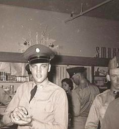Elvis Presley in The Army – Photo Gallery – Elvis Presley Army, Elvis Presley Priscilla, Tupelo Mississippi, King Creole, Army Day, Music Station, Music Magazines, Graceland, Popular Music