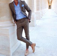 Love this semi casual summer outfit! Nice colour mix of brown and blue! Great suit and shirt, both are slim fitted!  For more Fashion advices follow @menstylefashionblog on Instagram!
