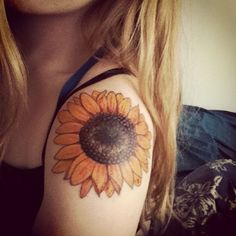 What does sunflower tattoo mean? We have sunflower tattoo ideas, designs, symbolism and we explain the meaning behind the tattoo. Arrow Tattoos, Foot Tattoos, Forearm Tattoos, Body Art Tattoos, New Tattoos, Girl Tattoos, Sleeve Tattoos, Tatoos, Floral Tattoos