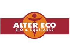 Le logo Alter Eco reprend des couleurs de marron chaud qui font écho à la fois au chocolat mais aussi à son côté naturel. Au centre du logo se trouve une silhouette entourée dans un rond, qui peut faire penser au côté humaniste, solidaire et altruiste de la démarche de la marque. La marque est inscrite en blanc et en majuscule de façon simple et épurée et la qualité bio et équitable de la marque est mentionnée.