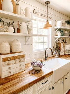 Small Country Kitchens, Small Cottage Kitchen, Farmhouse Style Kitchen, Rustic Kitchen, Shiplap In Kitchen, Country Kitchen Renovation, Small Cottage Interiors, Country Kitchen Designs, Cottage Renovation