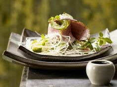 Nong`s Thaicuisine: Duck Breast on spicy Asian Glass Noodle Salad
