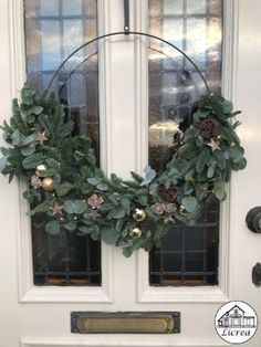 Christmas Flower Arrangements, Christmas Flowers, Diy Christmas Tree, Winter Christmas, Christmas Time, Holidays And Events, Happy Holidays, Christmas Entryway, Xmas Wreaths