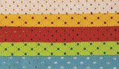 5 kusů přířezů dírkovaného filcu v barvě bílé, žluté, červené, zelené a modré. Ve filcu jsou vyražené tvary srdíček a kytiček.  Rozměr: 20 x 30 cm. Quilts, Blanket, Quilt Sets, Blankets, Log Cabin Quilts, Cover, Comforters, Quilting, Quilt