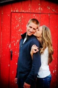 The kiss from behind - engagement and #weddingposes. Love how she's wrapped her arms under his