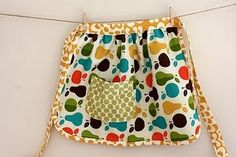 Kid's apron (this website also has fantastic felt crafts!!!)