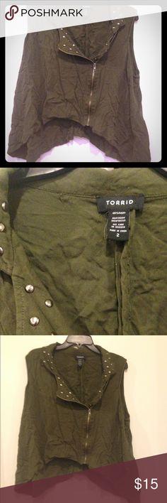 Torrid shark bite vest Army green size 1 studded zip vest lightly used torrid Tops