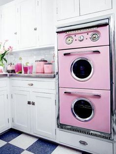 Gothic Home Decor Pink Retro Kitchen Decorating Ideas - Vintage Kitchen Decor - Country Living.Gothic Home Decor Pink Retro Kitchen Decorating Ideas - Vintage Kitchen Decor - Country Living Vintage Pink, Vintage Decor, Vintage Pyrex, Vintage Country, Vintage Stoves, Deco Retro, Decor Scandinavian, Vintage Appliances, Vintage Kitchen Appliances