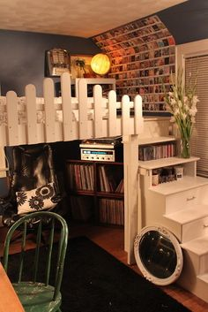 The picket fence, intsagram photo's and staircase all make this a lovable nook that I want in my home