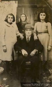 Orta Halli bir aile fotoğrafı 1935