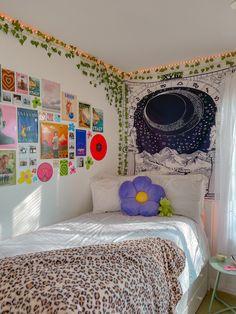 Indie Room Decor, Cute Room Decor, Indie Dorm Room, Hipster Room Decor, Room Design Bedroom, Room Ideas Bedroom, Bedroom Inspo, Chambre Indie, Neon Room