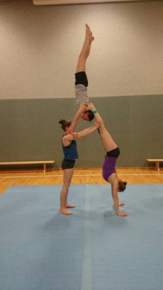 Schulterstand mal anders :) Akrobatik Training
