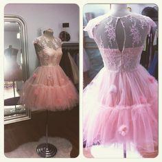 Rochie din dantela si tulle! O rochie acadea! Se poate realiza pe diferite culori.