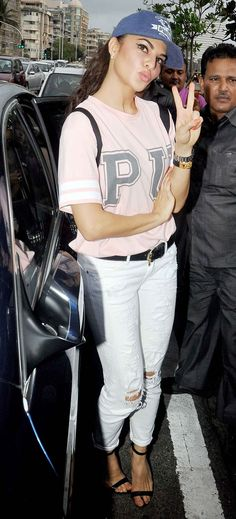Jacqueline Fernandez showing the victory sign at the launch of a free public gym at Marine Drive.