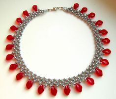 Easy RAW with loops and drops. Sweet little necklace that should be as fast as it is easy. #seed #bead #tutorial