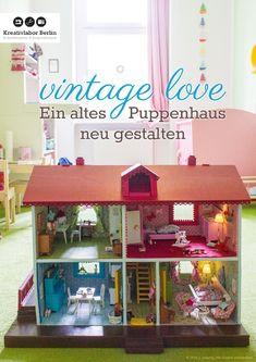 Vintage Love: Ein altes Puppenhaus neu gestalten Ich möchte euch in diesem Mini-Büchlein erzählen, wie ich ein altes Puppenhaus neugestaltet habe. Ihr erfahrt außerdem etwas über die Anfänge der Puppenhaus-Ära und ich zeige euch, wie ihr selbst ein Puppenhaus restaurieren und Zubehör dafür selbst basteln bzw. nähen könnt. Dazu gibt es viele hilfreiche Anleitungen, Tipps & Tricks und Bezugsquellen für Material und Zubehör für die Neugestaltung und Einrichtung eines Puppenhauses.