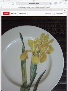 hand painted on Limoges Porcelain/ Patricia Deroubaix (sur commande/special order) France Pottery Plates, Ceramic Pottery, Porcelain Ceramics, China Porcelain, Clock Art, China Painting, Paint Designs, Flower Art, Creations