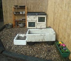 A mud pit for mixing mud + pebbled ground cover for level playing surface at thi. A mud pit for mi Eyfs Outdoor Area, Outdoor Play Spaces, Outdoor Fun, Outdoor Games, Outdoor School, Outdoor Classroom, Mud Pie Kitchen, Soundproofing Material, Sensory Garden