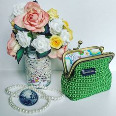 Green is my favourite colour. WHAT IS YOUR FAVORITE COLOR?  #green #coinpurse #flowers #vintage #inkalily #langyarns #crochet #handmade #onlineshopping #giftforher #pearls #retrostyle #tuesdaymotivation #cute #instagood #instacrochet #tamboresana #colorlove #tejer