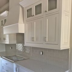 Kitchen backsplash beige cabinets ideas for 2019 - Modern White Kitchen Backsplash, White Kitchen Cabinets, Kitchen Paint, Kitchen Tiles, Backsplash Ideas, Kitchen Reno, Kitchen Remodeling, Taupe Kitchen, Quartz Backsplash