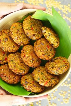 My take on the delicious Masala Vada. Crunchy on the outside and soft in the inside. Full of wonderful taste of spices and herb. Veggie Recipes, Indian Food Recipes, Asian Recipes, Appetizer Recipes, Vegetarian Recipes, Cooking Recipes, Healthy Recipes, Recettes Anti-candida, Falafels