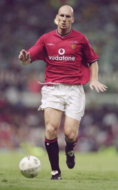 Jaap Stam - from PSV - Fell out with Ferguson after claims made in his autobiography, but was excellent in the heart of defence. Manchester United Images, Manchester United Legends, Manchester United Football, Jaap Stam, Man Utd Fc, Bobby Charlton, Sir Alex Ferguson, Premier League Champions, Best Club