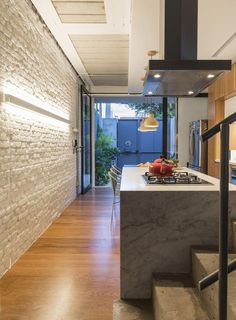 Read A renovation project signed by Estúdio BRA Arquitectura in Sao Paulo Brazil transformed an old family house with the typical compartmentalised spaces of Casa Loft, Living Place, Narrow House, Minimalist Home, Contemporary Interior, Ground Floor, Home Projects, Architecture Design, House Plans