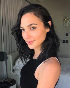 "10.9 mil Me gusta, 77 comentarios - Eran Pal (@eranpal) en Instagram: ""Isn't she amazing?!!! My ❤️ @gal_gadot Makeup: @eranpal Hair: @sagidahary #makeup #beauty…"""