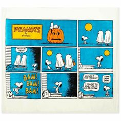 Celebrate Halloween with some trick-or-treat humor courtesy of Snoopy. This plush fleece blanket features a colorful, jumbo-size Peanuts comic strip. Calvin And Hobbes Comics, Snoopy Comics, Cute Comics, Comic Strip Love, Funny Comic Strips, Garfield Cartoon, Peanuts Cartoon, Peanuts Snoopy, Archie Comics Strips