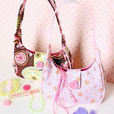 Enjoy this free girls purse pattern to sew for your little lady.