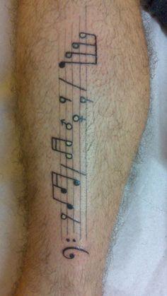 tattoo tatouage note porté partition mollet jambe
