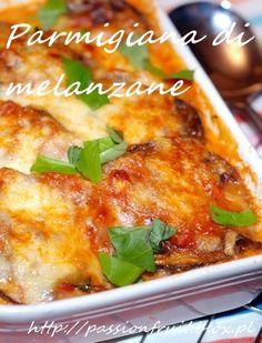 Parmigiana di melanzane Italian Eggplant and Mozzarella Bake. Zapiekany bakłażan po włosku