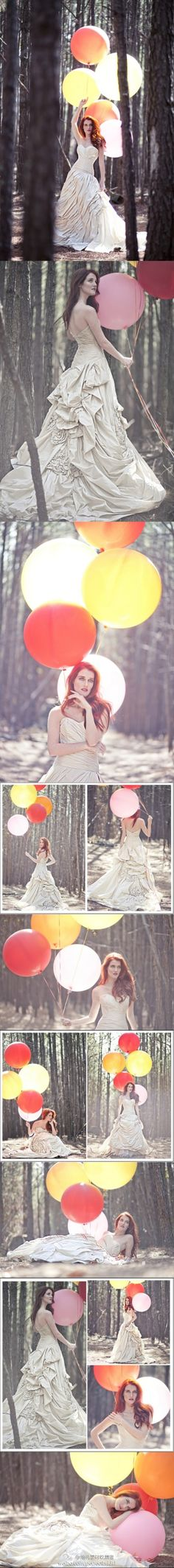Www.bildaballoon.com designer of enormous balloons We LOVE this  love the balloon. and the dress.   Bride pictures with balloons,