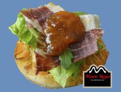 Mini aperitivo para el último día de agosto: Mini tosta de rúcula, jamón ibérico #MonteRegio y mermelada al gusto ¡Delicioso!