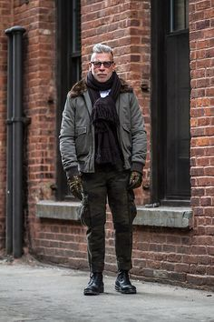 A grey bomber jacket and olive camouflage cargo pants are an essential combo for many trendsetting gentlemen. Why not complete your look with a pair of black leather casual boots for an extra dose of class? Nick Wooster, Cargo Pants Outfit, Cargo Pants Men, Preppy Mens Fashion, Mens Fashion Suits, 50 Fashion, Fashion Ideas, Camouflage Cargo Pants, Light Blue Dress Shirt