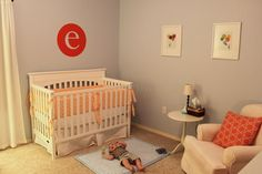 I like the balloon prints on the wall. That would work for a circus theme as well. Takes the focus away from animals a bit. Baby Boy Rooms, Baby Boy Nurseries, Kids Rooms, Baby E, Fun Baby, Nursery Themes, Nursery Ideas, Room Ideas, Casa Kids