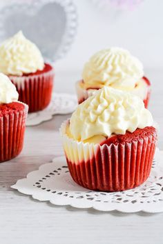 These delicious red velvet cheesecake cupcakes starts off with a from scratch red velvet cupcake batter. Then filled with creamy cheesecake, baked and finally frosted with a no bake cheesecake fros…