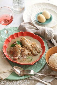 Opor Ayam (Indonesian Java Chicken Curry).