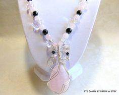 Pink and black necklace di EyeCandybyCathy su Etsy, $64.50