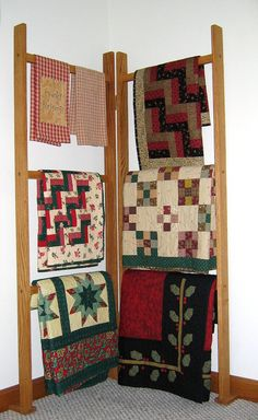Display quilts without taking up precious floor space. Quilting Board, Quilting Room, Patchwork Quilting, Quilting Projects, Quilting Designs, Quilt Studio, Quilt Hangers, Quilt Racks, Quilt Ladder