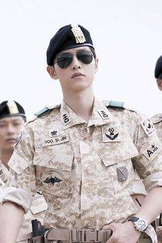 Descendants Of The Sun 16 episodes: Male lead Song Joong Ki; A Capt in the military and a doctor Park Hae Jin, Park Seo Joon, Drama Korea, Korean Drama, Descendants, Asian Actors, Korean Actors, Decendants Of The Sun, Park Bogum