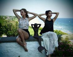 """Durante una entrevista Selena admitió que recibió un consejo de su amiga Taylor sobre el tema de hacer canciones basadas en experiencias propias. Un consejo que llegó después de que Taylor escuchara Stars Dance antes de que saliera a la venta. Y en concreto Tay le dio el consejo a Selena después de escuchar el tema """"Love Will Remember"""". ¿Y qué consejo fue ese? Selena lo ha contado: """"Esa canción, ese contenido, la versión original, no está en el álbum. (Taylor dijo) No lo haga"""
