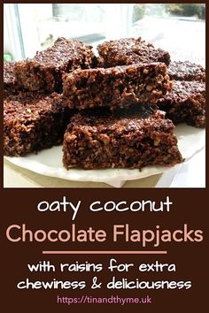 Oaty chocolate flapjacks with coconut and raisins for extra chewiness and deliciousness. Perfect for lunchboxes picnics and walking snacks. Chocolate Flapjacks, Chocolate Slice, Chocolate Recipes, Baking Recipes, Cookie Recipes, Dessert Recipes, Mini Christmas Cakes, Flapjack Recipe, Sponge Cake Recipes