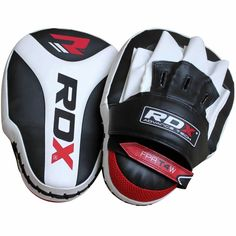 RDX special grip Focus Pad is designed with Leather-X Technology for enhanced quality and is meant for improved focus and extra stability. Training Pads, Boxing Training, Boxing Workout, Mma Gear, Skipping Rope, Punching Bag, Nylon Bag, Kickboxing, Ufc