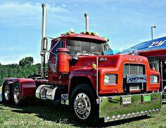 Mack R model Old Mack Trucks, Big Rig Trucks, Semi Trucks, Cool Trucks, Custom Big Rigs, Custom Trucks, Mack Attack, Camper, Old Tractors