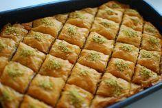 Ο μπακλαβάς έχει μικρά μυστικά, που πρέπει να τα τηρήσεις αυστηρά για να ταξιδέψεις σε νύχτες μαγικές και ονειρεμένες. Να γεύεσαι το βούτυρο. Να απογειώνεσαι με το μαγικό χαλί, να πετάς πάνω από την χώρα των ζαχαρωτών. Greek Sweets, Greek Desserts, Greek Recipes, Food Network Recipes, Food Processor Recipes, Cooking Recipes, Cyprus Food, The Kitchen Food Network, Sweet Pastries