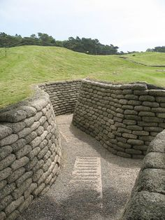 Vimy Ridge Memorial Trench, definitely on my list of places to go. Canadian Soldiers, Canadian Army, Beaumont Hamel, Airsoft Field, Ww1 History, War Memorials, Calais, Remembrance Day, World War One