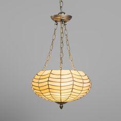 Lámpara colgante RABAT multi Esta lámpara de estilo retro de cristal de color blanco roto tiene unos detalles increíbles. Además cuando la lámpara está apagada se puede ver el perlado del cristal.